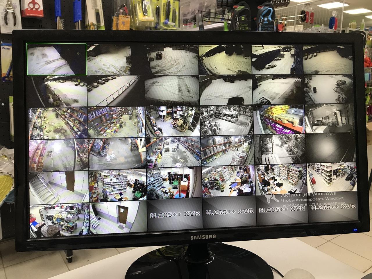 Экран монитора видеонаблюдения на 32 камеры