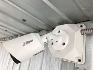 Уличная видеокамера наблюдения на распаячной коробке