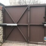 Прокладка кабеля по воротам